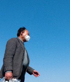 Novel coronavirus, Apr 9, 2020 : Wearing a mask to prevent COVID-19 coronavirus infection, a South Korean man walks in central Seoul, South Korea. (Photo by Lee Jae-Won/AFLO) (SOUTH KOREA)