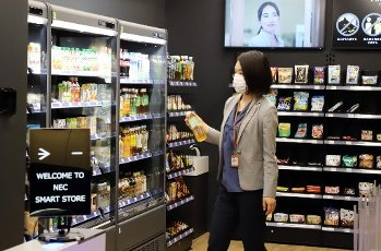"July 13, 2020, Tokyo, Japan - An employee of Japan\'s electronics giant NEC demonstrates to buy foods at a smart convenience store which enables to recognize shoppers\' faces with or not with face masks at NEC\'s headquarters in Tokyo on Monday, July 13, 2020. NEC introduces several technologies for the digital offices with biometrics to form the ""New Normal"" digitalization society. (Photo by Yoshio Tsunoda\/AFLO"