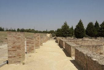 ARTE ROMANO. ESPAÑA. ITALICA. Ciudad fundada hacia 206 a. C., por iniciativa de Cornelio Escipión. Vista de las ruinas del conjunto arqueológico. Zona anfiteatro. Santiponce. Provincia de Sevilla. Andalucia.Spain, Andalusia, Seville province, Santiponce. Italica. Roman city founded in 206 BC by the Roman general Publis Cornelius Scipio. Ruins of the archaeological site. Amphitheater area.. Album \/ Prisma. .