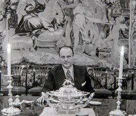 El político Manuel Fraga Iribarne en la embajada española de Londres, año 1975.El político Manuel Fraga Iribarne en la embajada española de Londres, año 1975.. Album \/ Ramon Manent. .