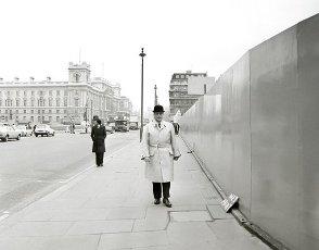 El político Manuel Fraga Iribarne en Londres, año 1975.El político Manuel Fraga Iribarne en Londres, año 1975.. Album \/ Ramon Manent. .
