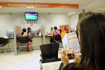 19/3/15. Edificio de Popular Pensiones a la par del Club Unión. foto: eyleen