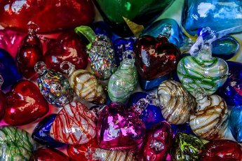 Blown glass hearts at San Jacinto\'s Plaza in San Angel, Mexico