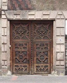 Building with old wooden door, downtown Mexico City