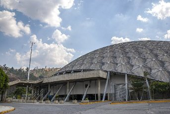 The Poliedro de Caracas is a venue designed and built to host events and shows, and sometimes for pandemic-damaged or disease-ridden shelters; located south of the city of Caracas (Venezuela), in the area of La Rinconada, adjacent to the Hippodrome La Rinconada