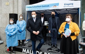 19 April 2021, Berlin: Jens Spahn (3rd from left, CDU), Federal Minister of Health, and Christoph Werner (2nd from right), Chairman of the dm Management Board, have their picture taken with employees at the opening of a rapid test center of a dm drugstore in front of the Mall of Berlin. The drugstore chain dm offers free Covid-19 antigen rapid tests in 100 Corona rapid test centers at its store locations nationwide. Photo: Bernd von Jutrczenka\/dpa