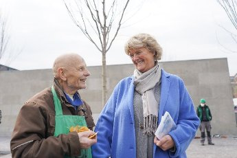 19 April 2021, Berlin: Artist Ben Wagin and Monika Grütters (CDU), Minister of State for Culture, stand in front of the Neue Nationalgalerie after planting a silver maple together on the occasion of Arbor Day on April 25. Photo: Jörg Carstensen\/dpa
