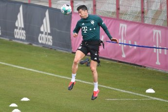 Robert LEWANDOWSKI (FC Bayern Munich) during individual training, action, header. FC Bayern Munich training on Saebener Strasse. Soccer 1. Bundesliga, season 2020\/2021 on April 19, 2021.   usage worldwide