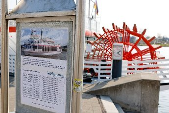 """19 April 2021, Schleswig-Holstein, Kappeln: The timetable of the paddle steamer """"Schlei Princess"""" is posted on the shore in the port of Kappeln. As a participant in the tourism model project """"Ostsee-Fjord-Schlei"""", the passenger ships will be allowed to resume operations from 20 April 2021. Photo: Frank Molter\/dpa"""