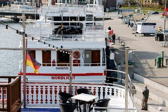 """19 April 2021, Schleswig-Holstein, Kappeln: The passenger ship """"Nordlicht"""" is moored in the port of Kappeln. As a participant in the tourism model project """"Ostsee-Fjord-Schlei"""", the passenger ships will be allowed to resume operations from 20 April 2021. Photo: Frank Molter\/dpa"""