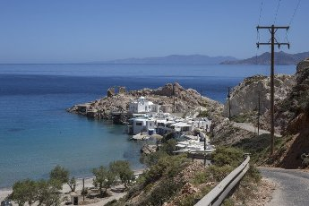 14 May 2021, Greece, Firopotamos: A view of Firopotamos on the Greek island of Milos. Saturday, May 15, marks the official start of the 2021 tourism season in Greece, when most of the previous Corona restrictions will fall away, including the ban on travel within the country. Tourism is an important economic factor for the country. Photo: Socrates Baltagiannis\/dpa