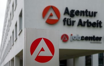06 May 2021, Saxony-Anhalt, Sangerhausen: The logo of the employment agency can be seen in front of the building complex of the authority in Sangerhausen. Photo: Hendrik Schmidt\/dpa-Zentralbild\/ZB