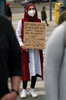 14 May 2021, North Rhine-Westphalia, Solingen: A participant in a rally against hate and against the resurgence of anti-Semitism holds a cardboard sign. Photo: Henning Kaiser\/dpa