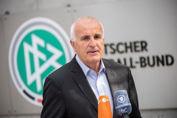 14 May 2021, Hessen, Frankfurt\/Main: Christoph Schickhardt, lawyer of DFB president Keller, makes a statement. Federation boss Keller had compared Vice President Koch to a Nazi judge. Photo: Sebastian Gollnow\/dpa