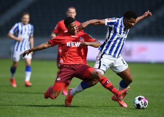 15 May 2021, Berlin: Football: Bundesliga, Hertha BSC - 1. FC Köln, 33rd matchday at the Olympiastadion. Cologne\'s Ismail Jakobs (l) and Hertha\'s Jessic Ngankam in action. Photo: Annegret Hilse\/dpa - IMPORTANT NOTE: In accordance with the regulations of the DFL Deutsche Fußball Liga and\/or the DFB Deutscher Fußball-Bund, it is prohibited to use or have used photographs taken in the stadium and\/or of the match in the form of sequence pictures and\/or video-like photo series