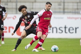 15 May 2021, Baden-Wuerttemberg, Freiburg im Breisgau: Football: Bundesliga, SC Freiburg - Bayern Munich, 33rd matchday at Schwarzwald-Stadion. Munich\'s Leroy Sane (l) in action against Freiburg\'s Vincenzo Grifo (r). Photo: Tom Weller\/dpa - IMPORTANT NOTE: In accordance with the regulations of the DFL Deutsche Fußball Liga and\/or the DFB Deutscher Fußball-Bund, it is prohibited to use or have used photographs taken in the stadium and\/or of the match in the form of sequence pictures and\/or video-like photo series