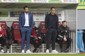 "15 May 2021, Baden-Wuerttemberg, Freiburg im Breisgau: Football: Bundesliga, SC Freiburg - Bayern Munich, 33rd matchday at the Black Forest Stadium. Munich\'s coach Hans-Dieter ""Hansi"" Flick (r) and Munich\'s sports director Hasan Salihamidzic (l) are on the sidelines. Photo: Tom Weller\/dpa - IMPORTANT NOTE: In accordance with the regulations of the DFL Deutsche Fußball Liga and\/or the DFB Deutscher Fußball-Bund, it is prohibited to use or have used photographs taken in the stadium and\/or of the match in the form of sequence pictures and\/or video-like photo series"