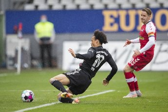 15 May 2021, Baden-Wuerttemberg, Freiburg im Breisgau: Football: Bundesliga, SC Freiburg - Bayern Munich, 33rd matchday at Schwarzwald-Stadion. Munich\'s Leroy Sane (l) scores the goal to make it 1:2 against Freiburg\'s Christian Günter (r). Photo: Tom Weller\/dpa - IMPORTANT NOTE: In accordance with the regulations of the DFL Deutsche Fußball Liga and\/or the DFB Deutscher Fußball-Bund, it is prohibited to use or have used photographs taken in the stadium and\/or of the match in the form of sequence pictures and\/or video-like photo series
