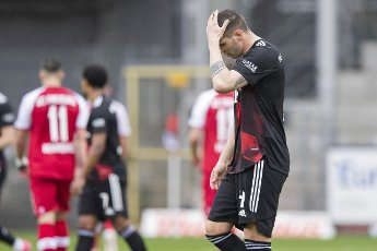 15 May 2021, Baden-Wuerttemberg, Freiburg im Breisgau: Football: Bundesliga, SC Freiburg - Bayern Munich, 33rd matchday at Schwarzwald-Stadion. Munich\'s Niklas Süle reacts in the match. Photo: Tom Weller\/dpa - IMPORTANT NOTE: In accordance with the regulations of the DFL Deutsche Fußball Liga and\/or the DFB Deutscher Fußball-Bund, it is prohibited to use or have used photographs taken in the stadium and\/or of the match in the form of sequence pictures and\/or video-like photo series