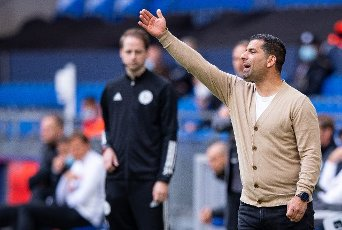 15 May 2021, North Rhine-Westphalia, Gelsenkirchen: Football: Bundesliga, FC Schalke 04 - Eintracht Frankfurt, Matchday 33 at Veltins Arena. Schalke\'s coach Dimitrios Grammozis is on the touchline giving instructions. Photo: Guido Kirchner\/dpa - IMPORTANT NOTE: In accordance with the regulations of the DFL Deutsche Fußball Liga and\/or the DFB Deutscher Fußball-Bund, it is prohibited to use or have used photographs taken in the stadium and\/or of the match in the form of sequence pictures and\/or video-like photo series