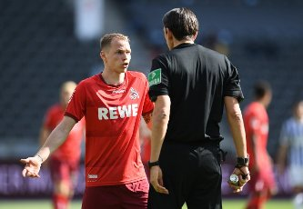 15 May 2021, Berlin: Football: Bundesliga, Hertha BSC - 1. FC Köln, Matchday 33 at the Olympiastadion. Cologne\'s Ondrej Duda talks to referee Deniz Aytekin. IMPORTANT NOTE: In accordance with the regulations of the DFL Deutsche Fußball Liga and the DFB Deutscher Fußball-Bund, it is prohibited to use or have used photographs taken in the stadium and\/or of the match in the form of sequence pictures and\/or video-like photo series. Photo: Annegret Hilse\/Reuters-Pool\/dpa
