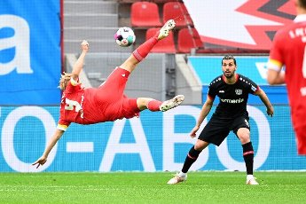 15 May 2021, North Rhine-Westphalia, Leverkusen: Football: Bundesliga, Bayer Leverkusen - 1. FC Union Berlin, 33. matchday at BayArena. Leverkusen defender Aleksandar Dragovic (r) and Union striker Joel Pohjanpalo fight for the ball.IMPORTANT NOTE: In accordance with the regulations of the DFL Deutsche Fußball Liga and the DFB Deutscher Fußball-Bund, it is prohibited to use or have used photographs taken in the stadium and\/or of the match in the form of sequence pictures and\/or video-like photo series. Photo: Ina Fassbender\/AFP-Pool\/dpa