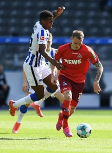 15 May 2021, Berlin: Football: Bundesliga, Hertha BSC - 1. FC Köln, 33. matchday at the Olympiastadion. Hertha\'s Javairo Dilrosun and Cologne\'s Ondrej Duda (r) in action. IMPORTANT NOTE: In accordance with the regulations of the DFL Deutsche Fußball Liga and the DFB Deutscher Fußball-Bund, it is prohibited to use or have used photographs taken in the stadium and\/or of the match in the form of sequence pictures and\/or video-like photo series. Photo: Annegret Hilse\/Reuters-Pool\/dpa