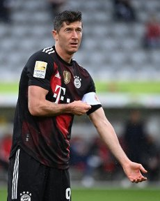 Robert Lewandowski (FC Bayern Munich) takes over the capital tie. GES \/ Football \/ 1. Bundesliga: SC Freiburg - FC Bayern Munich, May 15, 2021 Football \/ Soccer: 1st League: SC Freiburg - FC Bayern Munich, Freiburg, May 15, 2021 | usage worldwide