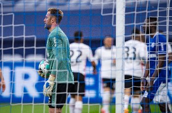15 May 2021, North Rhine-Westphalia, Gelsenkirchen: Football: Bundesliga, FC Schalke 04 - Eintracht Frankfurt, 33rd matchday at Veltins Arena. Schalke\'s goalkeeper Ralf Fährmann gets the ball out of the goal during Frankfurt\'s 1:2 cheer. Photo: Guido Kirchner\/dpa - IMPORTANT NOTE: In accordance with the regulations of the DFL Deutsche Fußball Liga and\/or the DFB Deutscher Fußball-Bund, it is prohibited to use or have used photographs taken in the stadium and\/or of the match in the form of sequence pictures and\/or video-like photo series