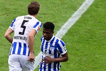 15 May 2021, Berlin: Football: Bundesliga, Hertha BSC - 1. FC Köln, 33. matchday at Olympiastadion. Hertha\'s Niklas Stark and Javairo Dilrosun (r) change during the match IMPORTANT NOTE: In accordance with the requirements of the DFL Deutsche Fußball Liga and the DFB Deutscher Fußball-Bund, it is prohibited to exploit or have exploited photographs taken in the stadium and\/or of the match in the form of sequence pictures and\/or video-like photo series. Photo: Soeren Stache\/dpa-Pool\/dpa
