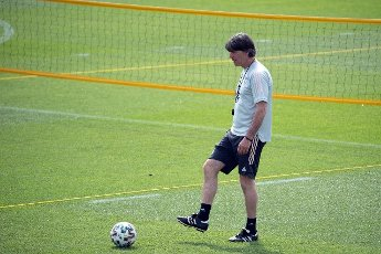 12 June 2021, Bavaria, Herzogenaurach: Football: European Championship, national team, training on the Adi Dassler sports field. Germany\'s national coach Joachim Löw walks across the pitch during training. Photo: Federico Gambarini\/dpa - IMPORTANT NOTE: In accordance with the regulations of the DFL Deutsche Fußball Liga and\/or the DFB Deutscher Fußball-Bund, it is prohibited to use or have used photographs taken in the stadium and\/or of the match in the form of sequence pictures and\/or video-like photo series