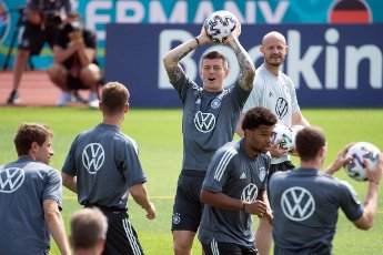12 June 2021, Bavaria, Herzogenaurach: Football: European Championship, national team, training at the Adi Dassler sports ground. Germany\'s Toni Kroos in action during training. Photo: Federico Gambarini\/dpa - IMPORTANT NOTE: In accordance with the regulations of the DFL Deutsche Fußball Liga and\/or the DFB Deutscher Fußball-Bund, it is prohibited to use or have used photographs taken in the stadium and\/or of the match in the form of sequence pictures and\/or video-like photo series