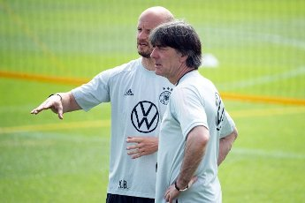 12 June 2021, Bavaria, Herzogenaurach: Football: European Championship, national team, training on the Adi Dassler sports field. Germany\'s national coach Joachim Löw (r) and special coach Krunoslav Banovcic (l) talk during training. Photo: Federico Gambarini\/dpa - IMPORTANT NOTE: In accordance with the regulations of the DFL Deutsche Fußball Liga and\/or the DFB Deutscher Fußball-Bund, it is prohibited to use or have used photographs taken in the stadium and\/or of the match in the form of sequence pictures and\/or video-like photo series