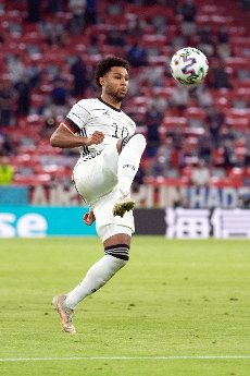 15 June 2021, Bavaria, Munich: Football: European Championship, France - Germany, preliminary round, Group F, 1st matchday in the EM Arena Munich. Germany\'s Serge Gnabry plays the ball. Photo: Federico Gambarini\/dpa