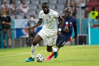15 June 2021, Bavaria, Munich: Football: European Championship, France - Germany, preliminary round, Group F, 1st matchday in the EM Arena Munich. Germany\'s Antonio Rüdiger plays the ball. Photo: Federico Gambarini\/dpa