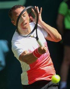 16 June 2021, North Rhine-Westphalia, Halle: Tennis: ATP Tour Singles, Men, Round of 16, Moutet (France) - Kohlschreiber (Germany). Philipp Kohlschreiber plays a forehand. Photo: Friso Gentsch\/dpa