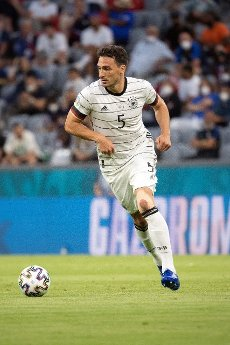 15 June 2021, Bavaria, Munich: Football: European Championship, France - Germany, preliminary round, Group F, 1st matchday in the EM Arena Munich. Germany\'s Mats Hummels plays the ball. Photo: Federico Gambarini\/dpa