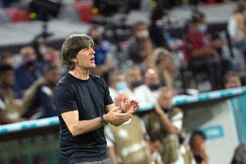15 June 2021, Bavaria, Munich: Football: European Championship, France - Germany, preliminary round, Group F, 1st matchday in the EM Arena Munich. Germany\'s national coach Joachim Löw gives instructions from the sidelines. Photo: Federico Gambarini\/dpa