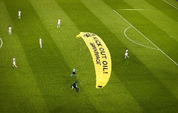 15 June 2021, Hamburg: Football: European Championship, France - Germany, preliminary round, Group F, 1st match day in the EM Arena Munich. A Greenpeace activist lands a paramotor plane on the pitch during a protest action. Important: For editorial news reporting purposes only. Not used for commercial or marketing purposes without prior written approval of UEFA. Images must appear as still images and must not emulate match action video footage. Photographs published in online publications (whether via the Internet or otherwise) shall have an interval of at least 20 seconds between the posting. Photo: Christian Charisius\/dpa