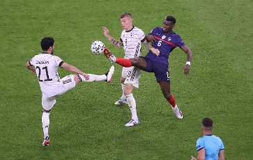 firo: 15.06.2021, Fuvuball, Soccer: EURO 2020, EM 2021, EURO 2021, European Championship 2021, group stage, Group F, Germany, Germany - France - France 0: 1 duels, Toni Kroos versus Paul Pogba with Ilkay Gvºndogan
