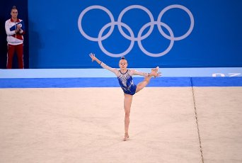 27 July 2021, Japan, Tokio: Gymnastics: Olympics, team, women, final, floor, at the Ariake Gymnastics Centre: Wiktorija Listunowa of the Russian Olymp. Committee in action Photo: Marijan Murat\/dpa