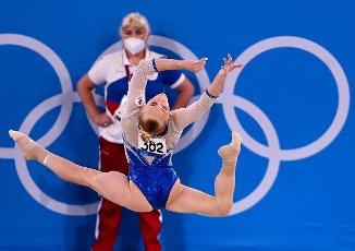 27 July 2021, Japan, Tokio: Gymnastics: Olympia, Team, Women, Final, Floor, at the Ariake Gymnastics Centre: Angelina Melnikova of the Russian Olymp. Committee in action. Photo: Marijan Murat\/dpa