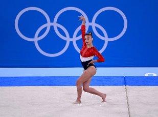 27 July 2021, Japan, Tokio: Gymnastics: Olympics, team, women, final, floor, at the Ariake Gymnastics Centre: Grace McCallum from the USA in action Photo: Marijan Murat\/dpa
