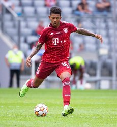 31 July 2021, Bavaria, Munich: Football: Test matches, FC Bayern München - SSC Napoli at Allianz Arena. Chris Richards from Munich plays the ball. Photo: Sven Hoppe\/dpa - IMPORTANT NOTE: In accordance with the regulations of the DFL Deutsche Fußball Liga and\/or the DFB Deutscher Fußball-Bund, it is prohibited to use or have used photographs taken in the stadium and\/or of the match in the form of sequence pictures and\/or video-like photo series