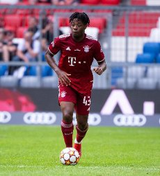 31 July 2021, Bavaria, Munich: Football: Test matches, FC Bayern München - SSC Napoli at Allianz Arena. Bright Akwo Arrey-Mbi from Munich plays the ball. Photo: Sven Hoppe\/dpa - IMPORTANT NOTE: In accordance with the regulations of the DFL Deutsche Fußball Liga and\/or the DFB Deutscher Fußball-Bund, it is prohibited to use or have used photographs taken in the stadium and\/or of the match in the form of sequence pictures and\/or video-like photo series
