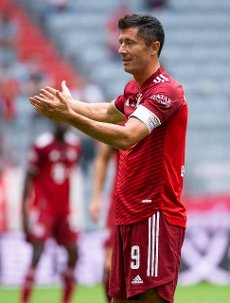 31 July 2021, Bavaria, Munich: Football: Test matches, FC Bayern München - SSC Napoli at Allianz Arena. Robert Lewandowski of Munich in action. Photo: Sven Hoppe\/dpa - IMPORTANT NOTE: In accordance with the regulations of the DFL Deutsche Fußball Liga and\/or the DFB Deutscher Fußball-Bund, it is prohibited to use or have used photographs taken in the stadium and\/or of the match in the form of sequence pictures and\/or video-like photo series
