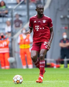 31 July 2021, Bavaria, Munich: Football: Test matches, FC Bayern München - SSC Napoli at Allianz Arena. Tanguy Nianzou from Munich plays the ball. Photo: Sven Hoppe\/dpa - IMPORTANT NOTE: In accordance with the regulations of the DFL Deutsche Fußball Liga and\/or the DFB Deutscher Fußball-Bund, it is prohibited to use or have used photographs taken in the stadium and\/or of the match in the form of sequence pictures and\/or video-like photo series