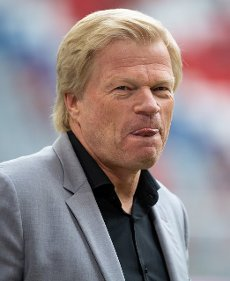 31 July 2021, Bavaria, Munich: Football: Test matches, FC Bayern München - SSC Napoli at the Allianz Arena. Olvier Kahn, Chairman of the Board of FC Bayern München AG, arrives at the stadium before the match. Photo: Sven Hoppe\/dpa - IMPORTANT NOTE: In accordance with the regulations of the DFL Deutsche Fußball Liga and\/or the DFB Deutscher Fußball-Bund, it is prohibited to use or have used photographs taken in the stadium and\/or of the match in the form of sequence pictures and\/or video-like photo series