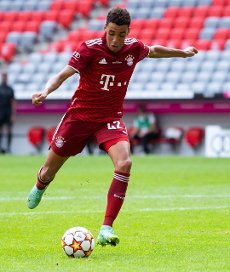 31 July 2021, Bavaria, Munich: Football: Test matches, FC Bayern München - SSC Napoli at Allianz Arena. Jamal Musiala from Munich plays the ball. Photo: Sven Hoppe\/dpa - IMPORTANT NOTE: In accordance with the regulations of the DFL Deutsche Fußball Liga and\/or the DFB Deutscher Fußball-Bund, it is prohibited to use or have used photographs taken in the stadium and\/or of the match in the form of sequence pictures and\/or video-like photo series