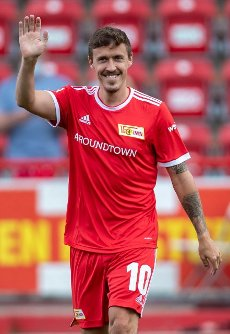 31 July 2021, Berlin: Football: Test matches, 1. FC Union Berlin - Athletic Bilbao, Stadion An der Alten Försterei. Max Kruse of Union Berlin enters the pitch during the team presentation. Photo: Andreas Gora\/dpa